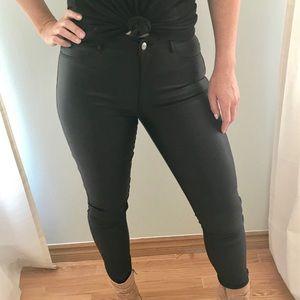 Faux Leather Leggings. Skinny Jean Stlye